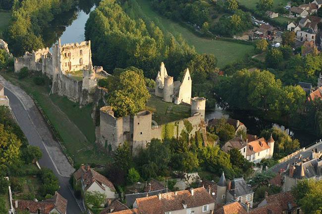 Người Pháp sống trong những ngôi làng thanh bình thế này nhưng khi trên sân cỏ họ lại cực dũng mãnh - 6