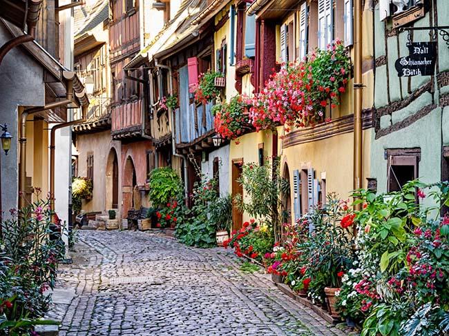 Người Pháp sống trong những ngôi làng thanh bình thế này nhưng khi trên sân cỏ họ lại cực dũng mãnh - 2