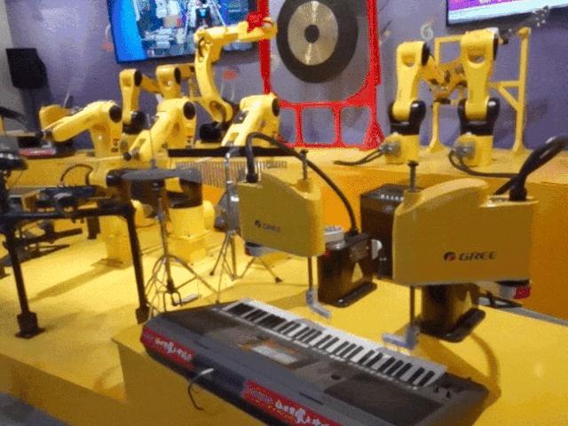 Clip: Robot đánh trống, chơi đàn như những nhạc công chuyên nghiệp