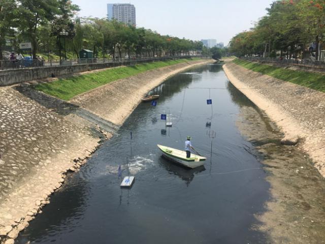 """Kết quả bất ngờ sau 1 ngày đặt """"bảo bối"""" của Nhật xuống lòng sông Tô Lịch"""