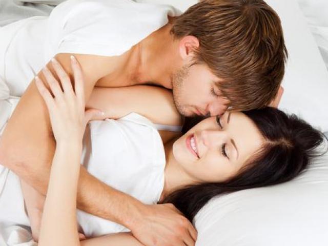 """Phụ nữ Việt thích lấy chồng Tây: ham """"của lạ"""" hay đàn ông ta quá kém?"""