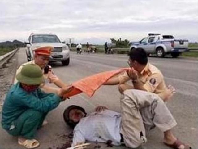 Nóng 24h qua: CSGT nói về bức ảnh che nắng cho người tai nạn giữa đường