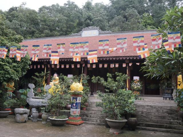 """Ngôi chùa kỳ bí chứa cổ vật từ vạn năm trước: Cận cảnh kho xương """"khổng lồ"""""""