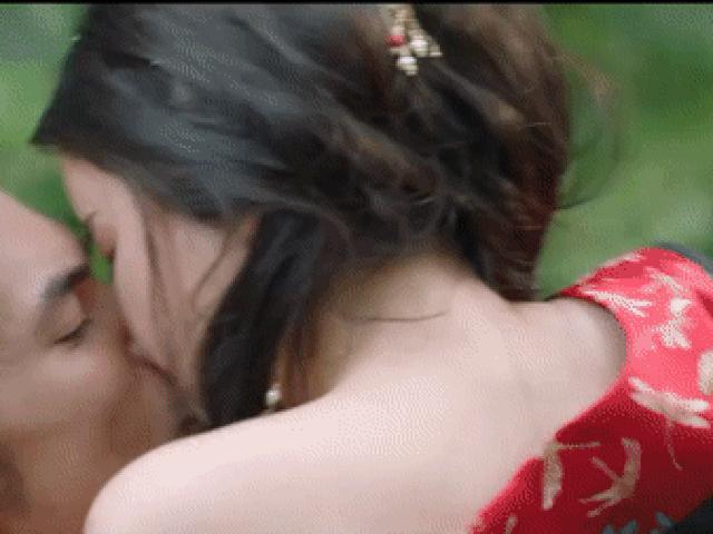 Cảnh nóng dung tục phim cổ trang Việt: Quách Ngọc Ngoan diễn cảnh 18+ có bạo hơn Cao Thái Hà?