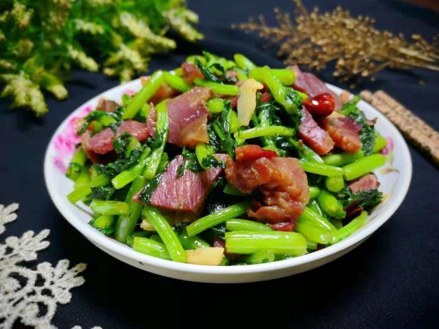 Thịt bò xào với loại rau bình dân này thành món ngon, đại bổ