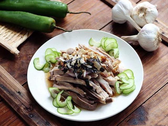 Phần này của con lợn rất bổ dưỡng cho lá lách và dạ dày, làm món nhậu cũng rất tuyệt