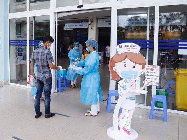 Ban Chỉ đạo Quốc gia phòng chống dịch COVID-19: Khẩn trương giãn cách và xét nghiệm tại bệnh viện