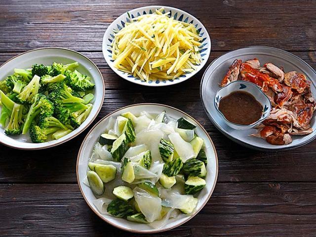 Thực đơn 4 món rau nhiều hơn thịt, không quá 100 nghìn đồng