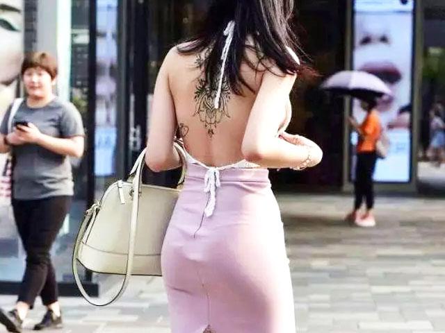 """Váy hở lưng khiến nhiều """"bóng hồng"""" kém duyên trên phố"""