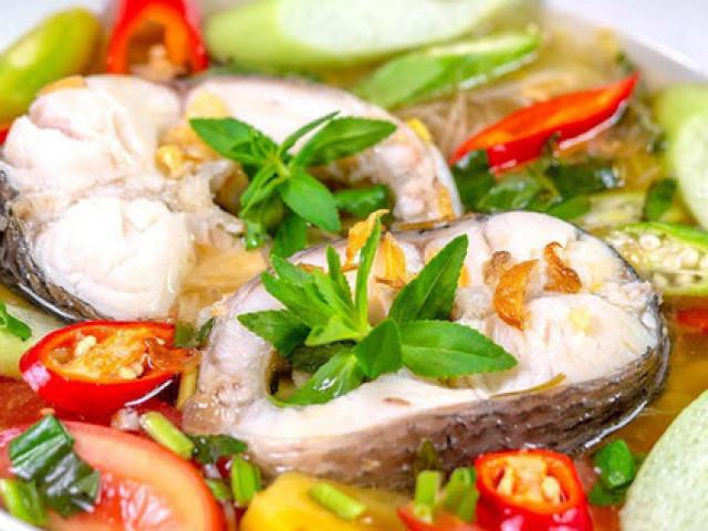 Canh cá nấu chua làm thế nào để ăn không nát, không tanh?