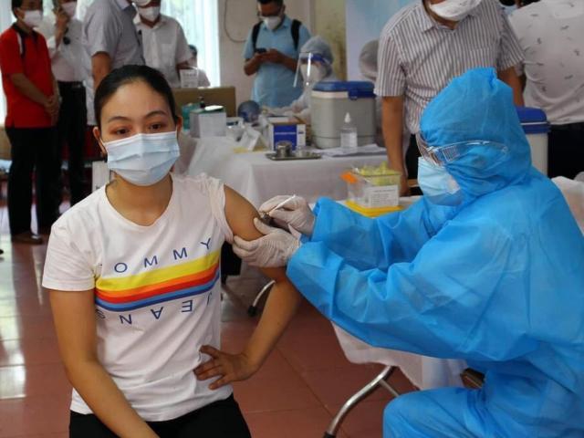 22 nhân viên y tế tại BV Bệnh Nhiệt đới TP.HCM mắc COVID-19: Cảnh giác dù đã tiêm vắc-xin