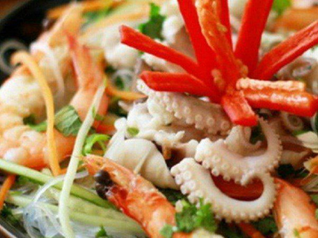 Đổi vị với món miến trộn hải sản kiểu Thái