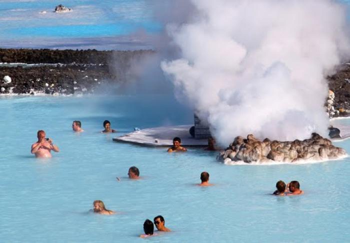 Tắm tiên ở suối nước nóng độc nhất vô nhị trên thế giới - 3