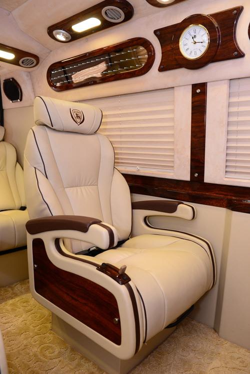 DCar Limousine Dịch vụ vận chuyển hành khách cao cấp bằng xe Dcar Limousine. 1473412697 dich vu van chuyen xe  3
