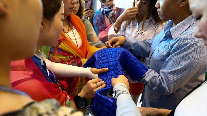 Choáng có ngành công nghiệp nuôi cá sấu ở Thái Lan - 14