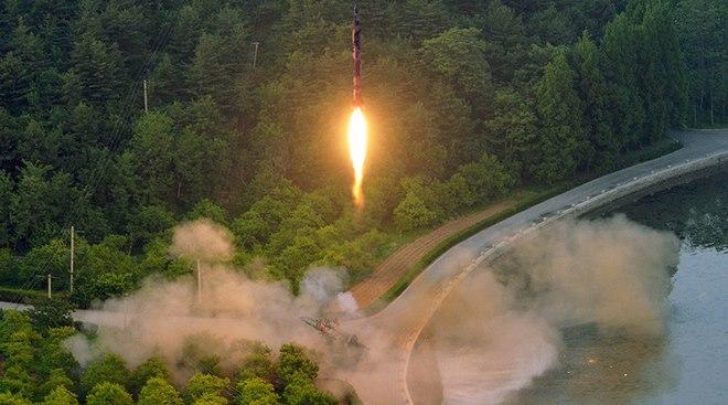 """Nước Mỹ đang """"hở toang"""" trước tên lửa Triều Tiên? - 1"""
