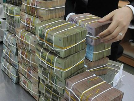 Mỗi năm, nền kinh tế trả 200.000 tỉ đồng lãi ngân hàng - 1