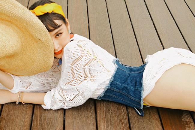 Angela Phương Trinh mặc bạo, lộ đùi phốp pháp khó tin - 12