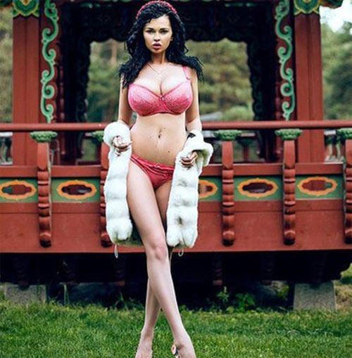 """""""Thót tim"""" vì gái đẹp có vòng 1 tự nhiên 115 cm lớn nhất Ukraine - 9"""