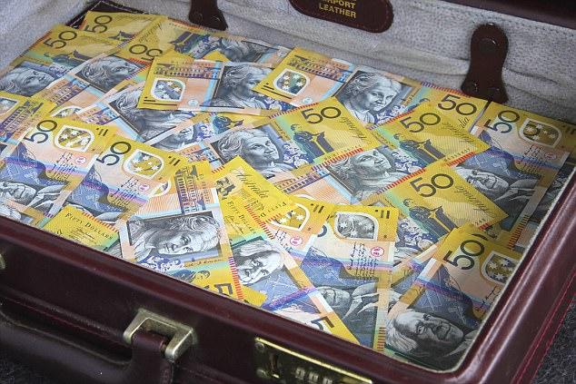 Du khách Úc đánh rơi hàng nghìn đô la không thèm quay lại tìm