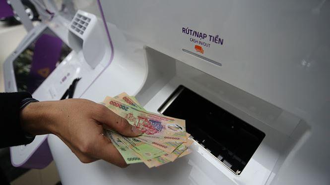 Ngân hàng lại tăng phí ATM nội mạng - 2