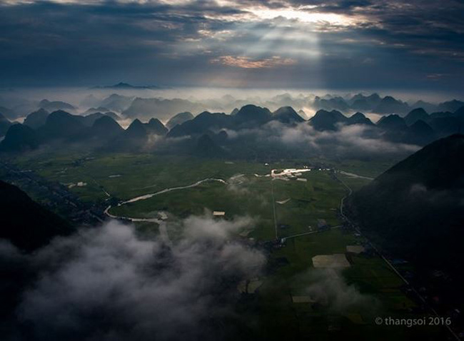 Chẳng cần đi đâu xa, Việt Nam cũng có những cảnh đẹp lung linh mê hồn thế này - 1