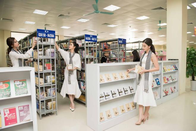 Mỹ Linh cùng các người đẹp xếp thêm sách quý cho thư viện Lào Cai - 3