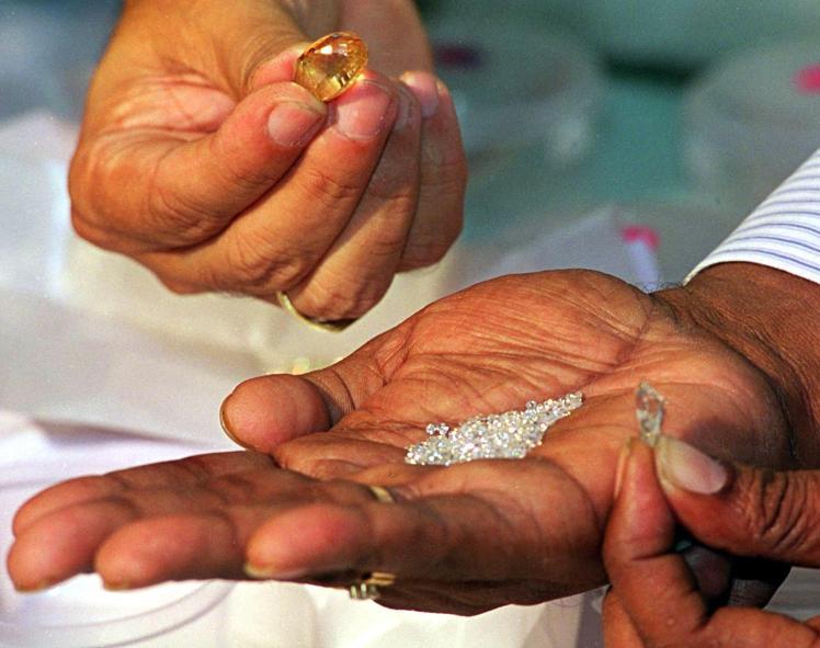 Phát hiện 1 ngàn triệu triệu tấn kim cương, có thể phá hủy kinh tế thế giới? - 1