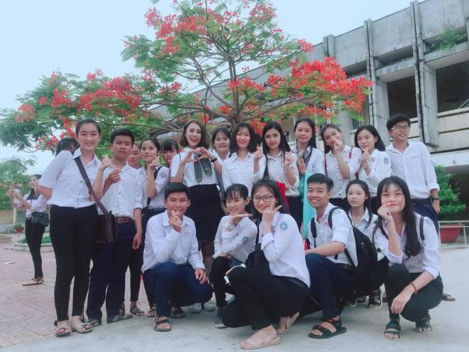 Diễn viên Hồ Bích Trâm, Võ Tấn Phát trao học bổng cho học sinh nghèo - 1