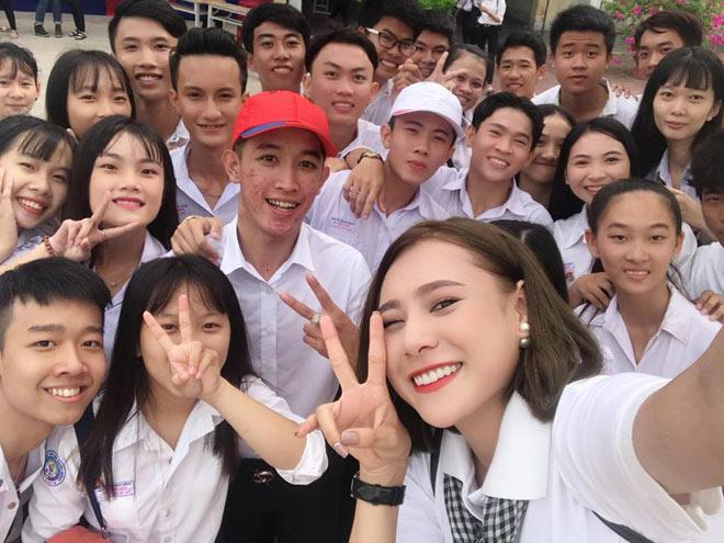 Diễn viên Hồ Bích Trâm, Võ Tấn Phát trao học bổng cho học sinh nghèo - 3