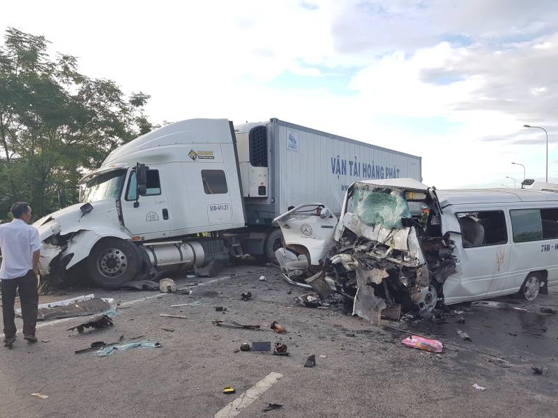 Tai nạn thảm khốc ở Quảng Nam: Chủ xe cũ có phải bồi thường? - 1