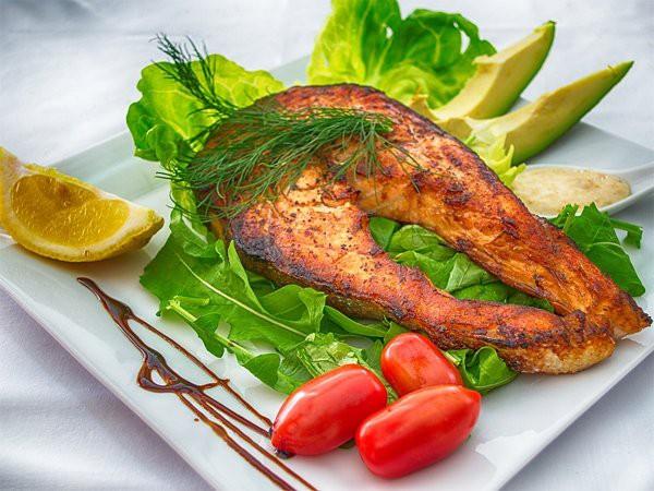 Ăn cá thường xuyên, bạn sẽ thấy 7 lợi ích sức khỏe thần kỳ dưới đây - 1