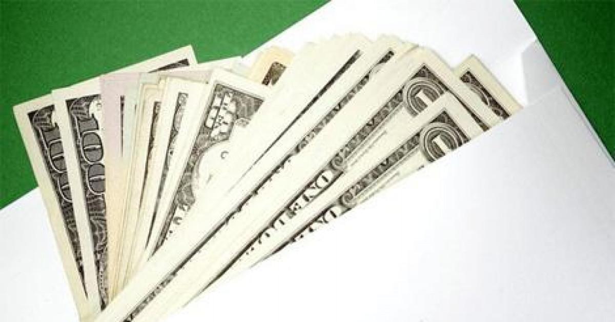 Truy tìm tài xế cùng chiếc phong bì có 8.000 USD