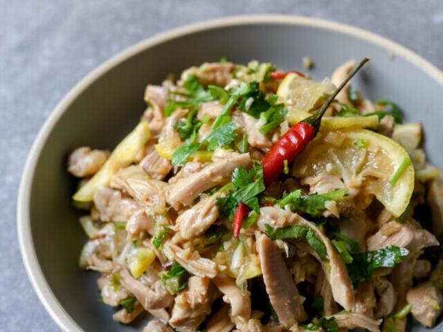 Thịt gà luộc hay rang ăn mãi cũng chán, thử làm ngay món này cả nhà sẽ thích mê