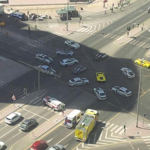 Ê kíp phim Thành Long phá nát siêu xe của hoàng tử Dubai - 3