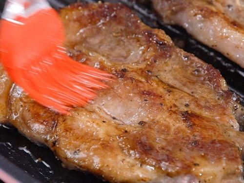 Cách làm món thịt lợn nướng táo thơm phức, lạ miệng - 7