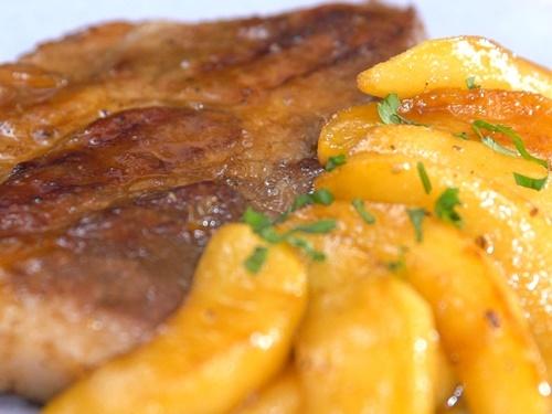 Cách làm món thịt lợn nướng táo thơm phức, lạ miệng - 9