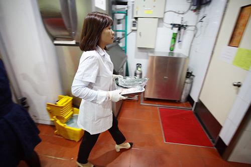 Khám phá xe kiểm nghiệm thực phẩm nhanh đầu tiên ở HN - 3