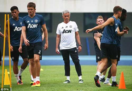 """MU: """"Sợ"""" Trung Quốc, Mourinho chỉ muốn đến Mỹ du đấu - 1"""