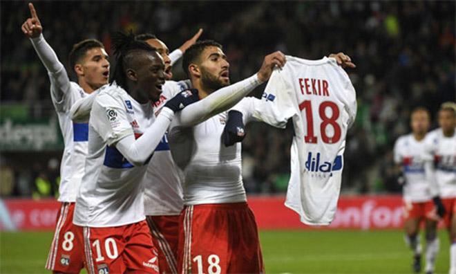 Ăn mừng giống Messi, thủ quân Lyon bị CĐV đuổi đánh - 1