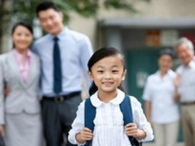 Con đến trường vẫn chạy theo cung phụng