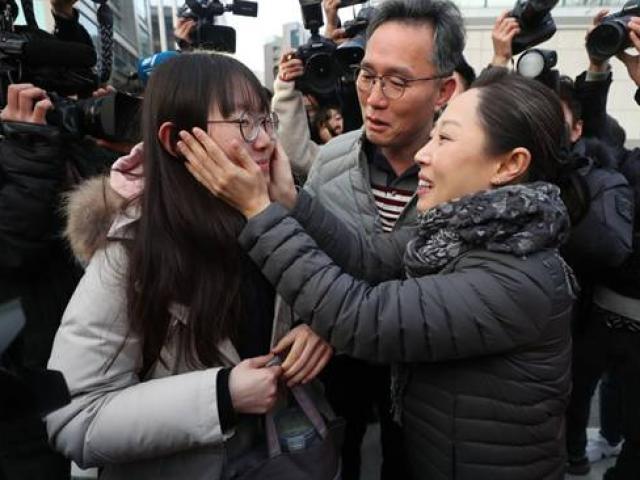 Chùm ảnh kỳ thi đại học cực kỳ căng thẳng ở Hàn Quốc