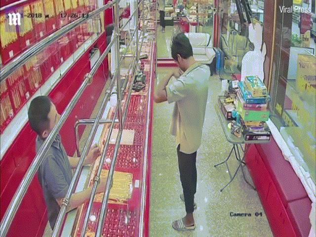 Vào tiệm vàng để cướp, thanh niên nhận cái kết đắng ngắt