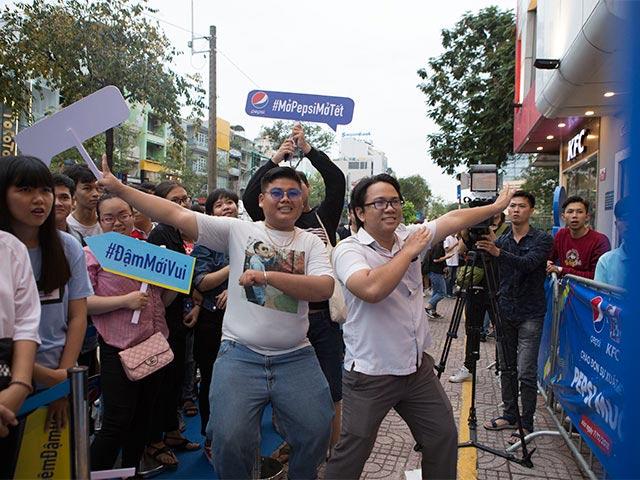 Giới trẻ bùng nổ điệu nhảy Pepsi Muối hòa cùng chiến thắng của đội tuyển Việt Nam