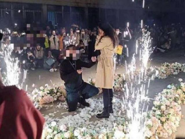 """Thiếu gia lái 6 siêu xe đến cầu hôn thành công nữ sinh giữa sân trường và cái kết """"tất cả lên phường"""""""