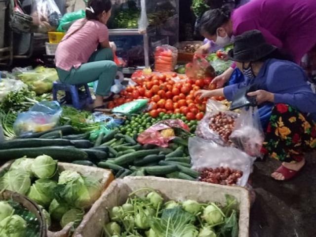 Rau xanh tăng giá: Một bữa cơm tiền rau ngang bằng tiền mua thịt, cá