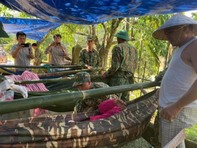 [Video]: Những khoảnh khắc đầu tiên của 33 người sống sót trong vụ sạt lở núi ở Trà Leng