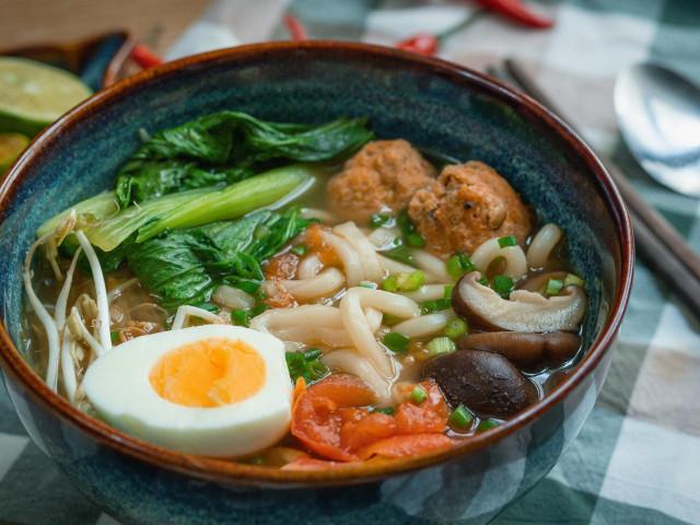 Bí quyết nấu món mì Udon chả cua siêu ngọt mà không cần dùng xương