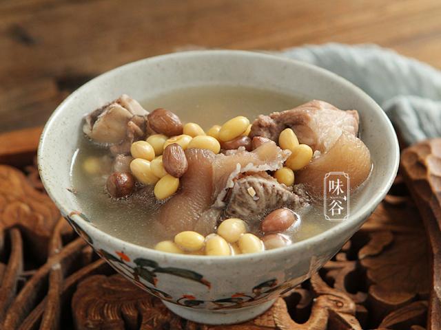 Phần thịt rất rẻ của con lợn nấu theo cách này thành món canh đại bổ, cả nhà đều mê