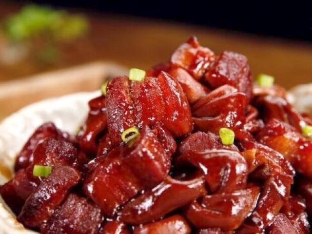 Thịt ba chỉ om với nguyên liệu dễ kiếm này cực tốn cơm, ăn hoài không biết chán